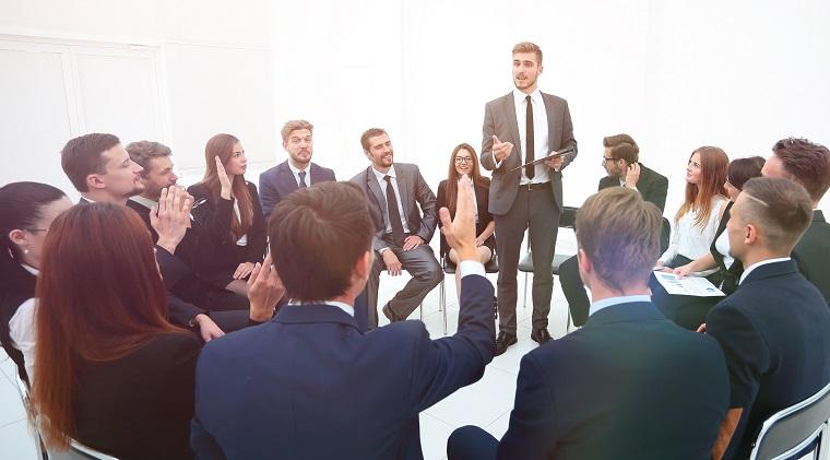企业管理培训经典20主食:何把握与人沟通的技巧打饭?